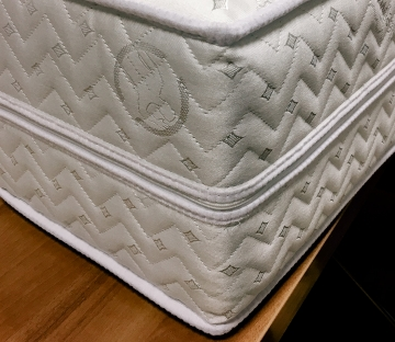 A zipper around the mattress perimeter is used for removing a cover